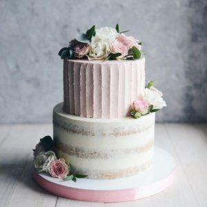 Біло рожевий весільний торт