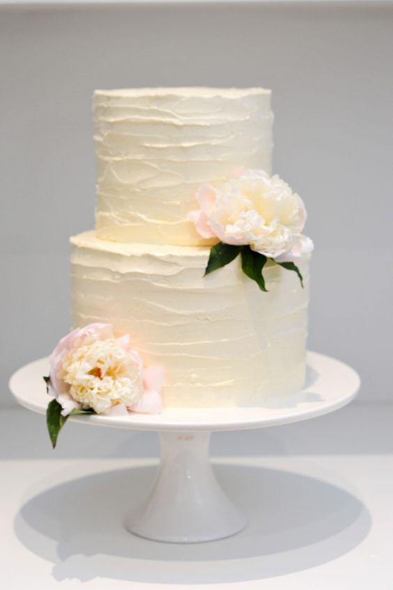 Торт белый свадебный кремовый