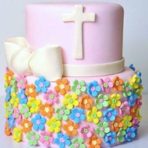 Розовый торт с разноцветными цветочками