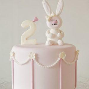 Нежно-розовый тортик с зайкой