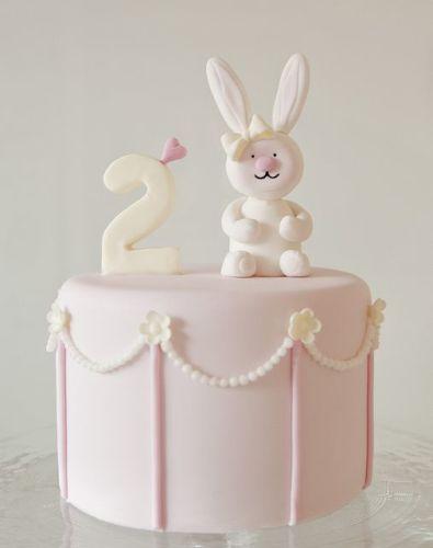 Детский торт на заказ с зайчиком