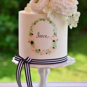 Нежны тортик с огромными цветами