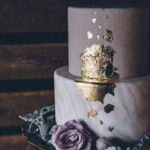 Двухъярусный торт на праздник