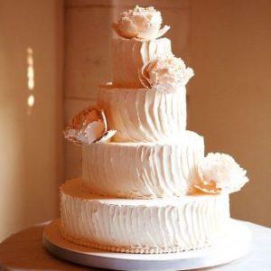 Віртуозний тортик з білими квітками