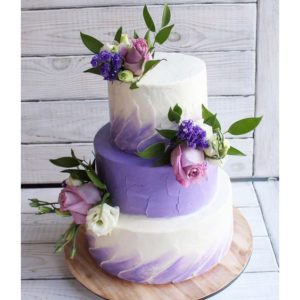Торт лавандовом цвете