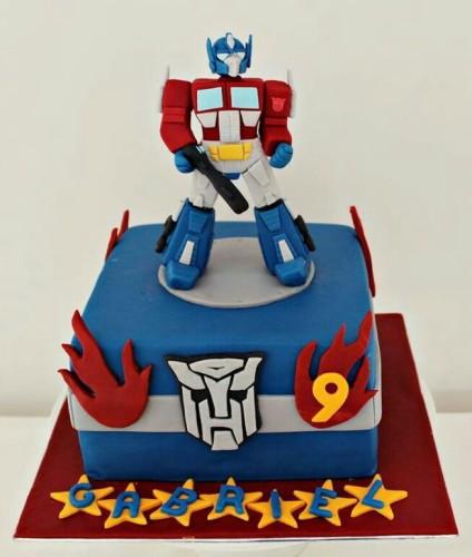 Детский торт на заказ с персонажем мультфильма Трансформеры