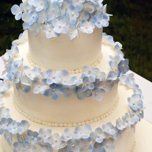 Лаконічний тортик з квітками з мастики