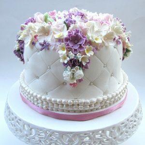 Тортик з розсипом квітів