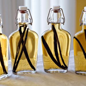 Ванильный экстракт в бутылочках с затычками