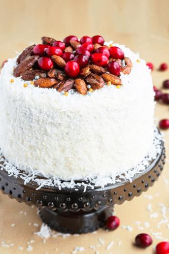 Клюквенный торт с кокосовой стружкой