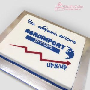 Квадратний торт з написом і логотипом