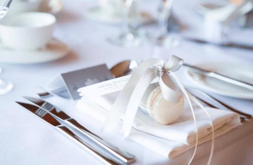 оформление свадебного стола макарунами