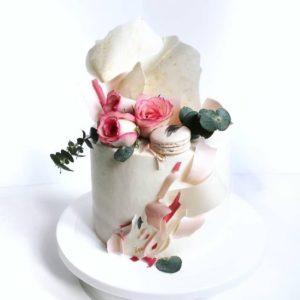 Весільний торт з живими квітами