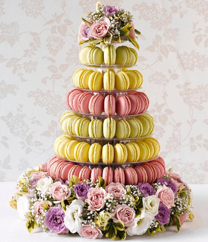 Торт из макарун с цветами