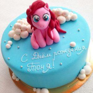 Блакитний торт з рожевою фігуркою поні
