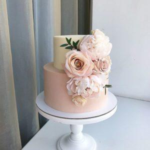 Торт персикового цвета
