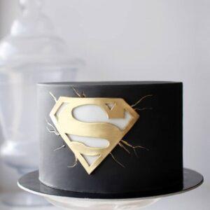 Торт с логотипом супермена