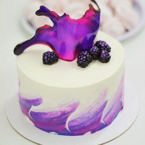 Торт с шелковицей